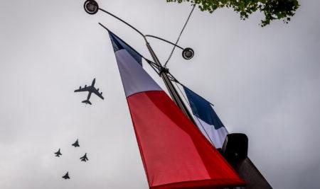 Défilé parisien de la promotion commandant «Caroline Aigle»